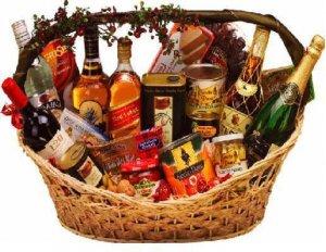 Arcon con vinos y lateria