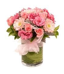 Florero de rosas con gerberas
