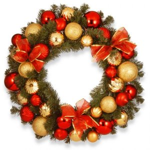 Corona navideña con moños rojos
