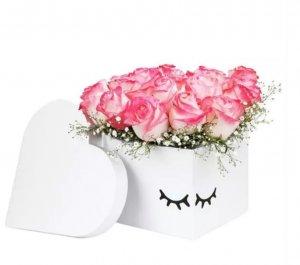 Ternura caja de corazón de rosas rosas
