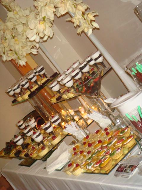 Pin mesa de postres para baby shower pastel y cupcakes - Dulce de zanahoria ...