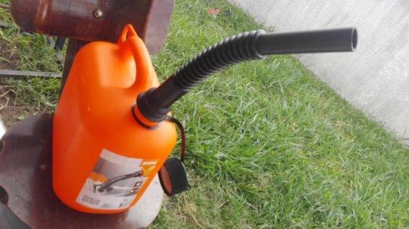 Bidones Still Ind.Alemana de 5 Litros para Gasolina, Tapa de Seguridad y embudo