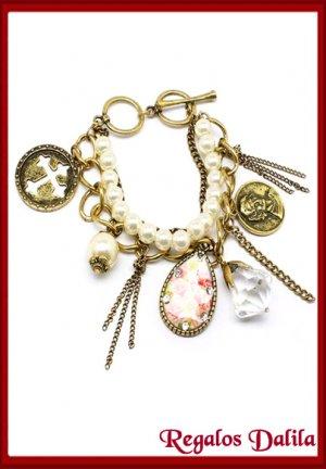Pulsera Fashion Jewelry con Dijes y Perlas